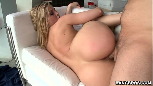 Loira cuzuda gostosa fazendo vídeo pornô HD